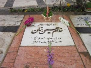 سنگ قبر کنونی استاد بنان