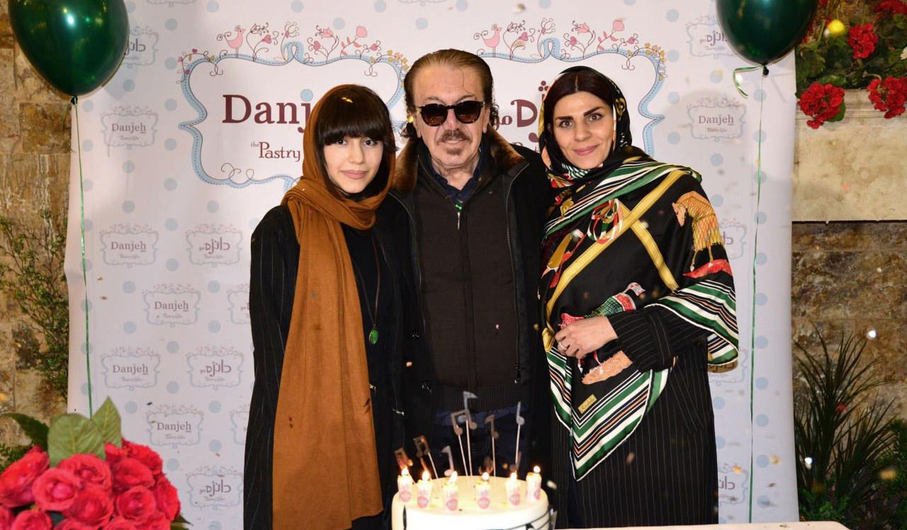 ناصر چشم آذر در کنار همسر و دخترش