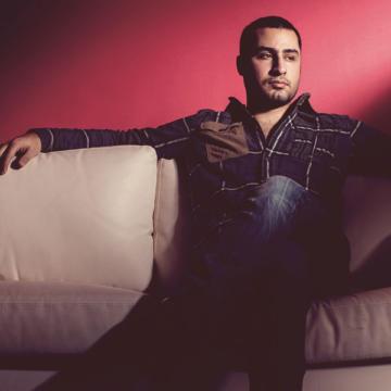 Download Mehdi Jahani's new song called Che Harfaee (Farzan Farrokhi Remix)