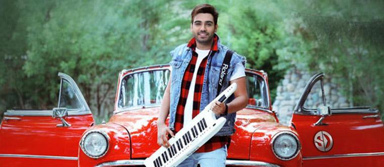 Download Sina Derakhshande's new song called Engar Na Engar